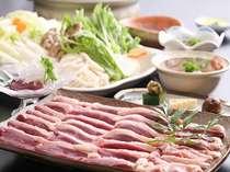 大人気のかも鍋。たっぷりのお野菜と一緒にクセになる旨さのかも肉を。お鍋の〆は雑炊も◎