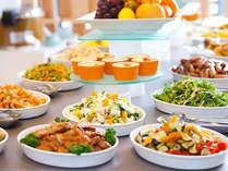 地元の食材を中心にした、種類豊富な朝食をお楽しみください
