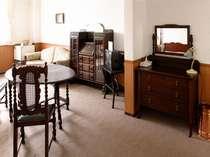 アンティーク・スィート 1930年代イギリス製でまとめました。