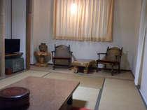 海側和室12畳木の調度品は、職人の手造りです。