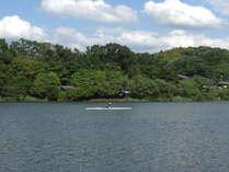当館の前を流れる瀬田川。1年を通してボートが行き交う