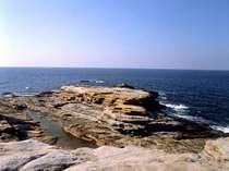 【観光・施設】千畳敷はその名のとおり広い岩畳を思わせる壮大な景観が広がります