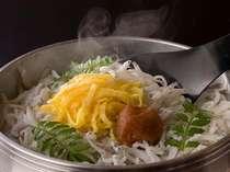 【お料理】白浜館で根強い人気のしらす釜飯