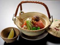 秋の味覚「松茸」が入った土瓶蒸し■秋を香りと味でお楽しみ頂けます■ ※料理イメージ