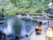 渓流沿い露天風呂はマイナスイオンがいっぱい