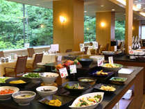 旬の野菜をたっぷり使用したお料理が並びます。信州の味をお楽しみください。