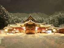 冬の弥彦神社