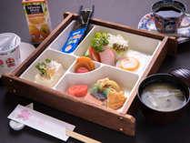 *【朝食】旅館ならではの温かい和定食。