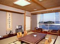 的矢湾のかき筏や出船・入船を眺められる和室・朝日がきれい