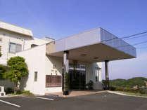 *高台にある当館は開放感バツグン♪眼下に広がる的矢湾の景色が自慢!