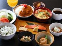 和朝食(田舎風)はご飯・味噌汁お替り自由!朝カレーもございます♪