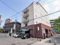 *弘前駅から徒歩3分&弘前城まで車で10分!館内全客室Wi-Fi対応。