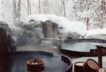 冬の樽露天風呂 雪見酒も出来ます。『こもれびの湯』