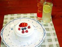 お二人の記念日にホールケーキとカクテル or ソフトドリンクはいかが??