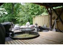 緑に囲まれた貸切露天風呂