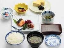 ≪朝食付きプラン≫朝は体にやさしい和定食。(一例)