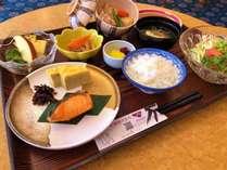 中村屋自慢の朝食です。 日替わりメニューの和定食とともに和食厨房特製の朝カレーをご用意しております。