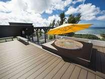 屋上のジャグジー・貸切ジャグジー。緑のアーチを抜けてプライベートビーチへ~沖縄遊びベースとして~