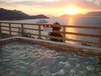 [写真]露天風呂からの夕日