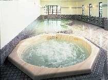 内湯でしっかりあたたまったら次は露天風呂へ・・・