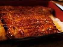 特上鰻重、又は大和牛ステーキ重をお部屋でお召し上がりいただけます。(鰻重イメージ)