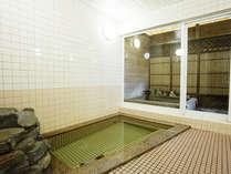 【素泊まり】温泉に浸かった後は、緑に包まれた静かなお部屋でぐっすり朝寝坊
