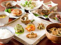 10月~はこちら♪■2食付/当館1番人気★すべて手造りの郷土料理を元学校だった温泉宿で愉しむ。