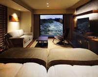目前に彦根城の絶景が広がる上質特別室。客室に備わった半露天風呂で、贅沢な時間をお過ごしください。