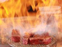 しつこさのない甘い脂と芳醇な香り、繊細な旨味が特徴の近江牛を鉄板焼きで。