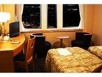 スタンダードツインのお部屋から山形市内を一望。夜景をお楽しみ下さい