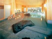 【鯛の湯】木のぬくもり暖かい、温泉の大浴場で至福な一時をどうぞ