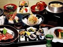 選べる布半名物信州黒毛和牛のトロける石焼や釜めしなど、信州の名物がずらりと並ぶ会席料理。