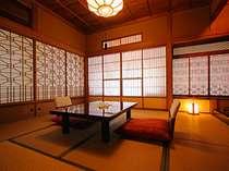 離れ特別室「待月」。障子格子を透かす光が美しいお部屋