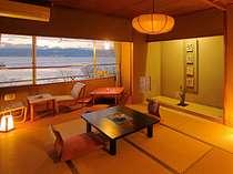 諏訪湖側の和室10畳のお部屋です。