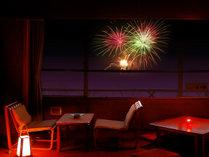 お部屋で花火観賞。夢屋敷のお部屋からは花火が真正面にあがります!