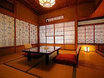 【桧風呂付特別室★待月】飾り障子が美しい飴色の空間。