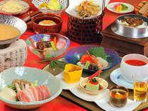 信州の夏の旬の素材を目と舌で味わう本格的な会席料理をお楽しみください。