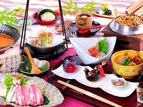 旬の食材満載の会席料理をお楽しみ下さい。