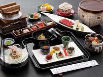 布半名物、国産和牛の温石焼や高原野菜の冷やしスープなど、信州の味覚を味わう会席料理