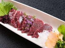 ≪信州名産霜降り馬刺し≫トロけるような食感で、馬肉本来の肉の甘味を感じてくださいませ。