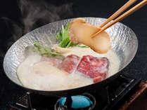◆松茸と特選黒毛和牛の豆乳しゃぶしゃぶ◆濃厚な豆乳ダシが絡んでやさしくまろやかな味わいです。