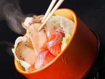 ≪松茸の間欠泉蒸し≫布半の温泉で蒸すことで、旨味を凝縮し素材の美味しさを究極まで引き出します