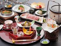 信州米豚の温石焼きをメインとした本格的な会席料理です。華やかで美しい新春だけのメニューです。