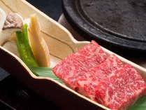 【黒毛和牛の温石焼】ジュワ~ッとはじめる肉汁、口の中に広がる旨味!