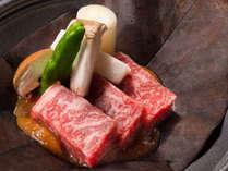 【黒毛和牛の朴葉焼き】朴葉の薫が山里の風情を醸し出す山の料理です