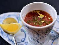 ◎高原野菜の冷やしスープ◎原、富士見で採れた高原野菜を地鶏と合わせじっくりと煮込んだ冷製スープ仕立て
