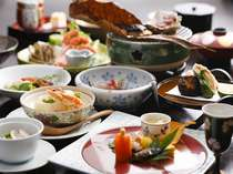 【ご夕食】一品一品工夫を凝らした、見た目も華やかな当館自慢の旬の会席料理。