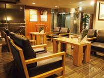 【フロント・ロビー】セルフカフェにてドトールコーヒーをお召し上がりいただけます。