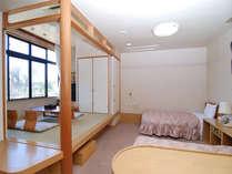 なでしこの湯自慢の和洋室 ベット2台 布団2枚 お手洗い付きのお部屋