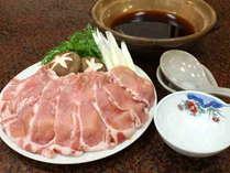 モチっとした食感の上州もち豚と新鮮なお野菜を美味しい出汁でいただきます♪